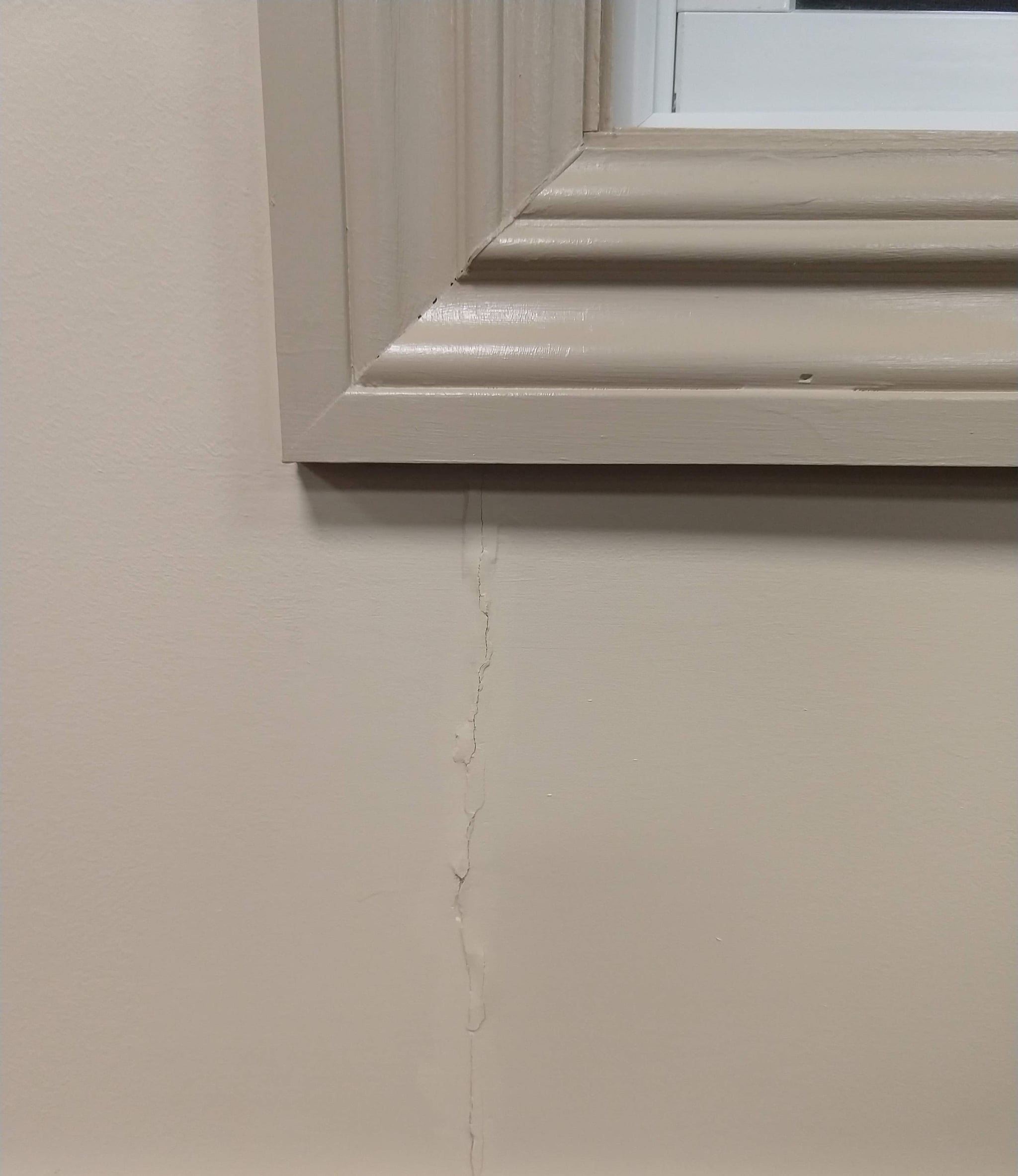 how to fix crack line on ceiling