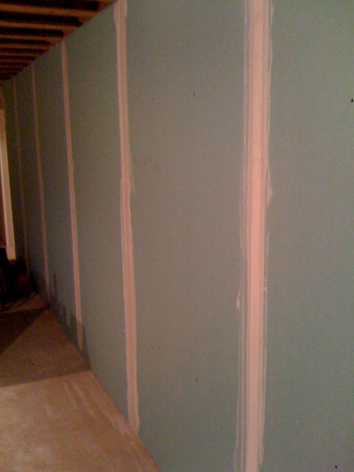 How Use Paper Drywall Tape : How to tape drywall seams